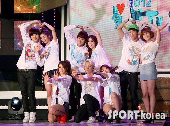 걸스데이-B1A4 `사랑의 하트~`