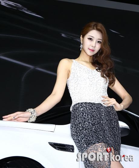 박세아 `섹시한 자태로 차에 기대~`