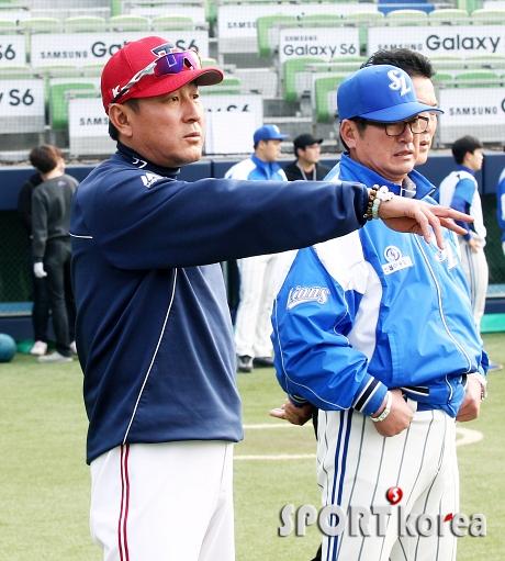 김기태 감독-류중일 감독 `진지한 대화`