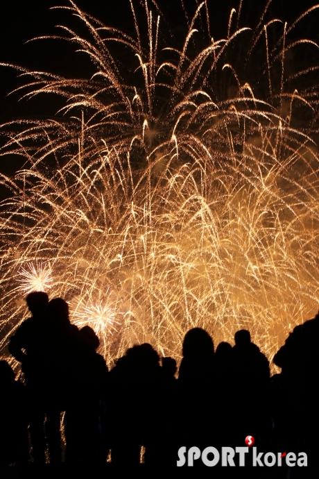 아듀~ 2015, 화려한 불꽃놀이