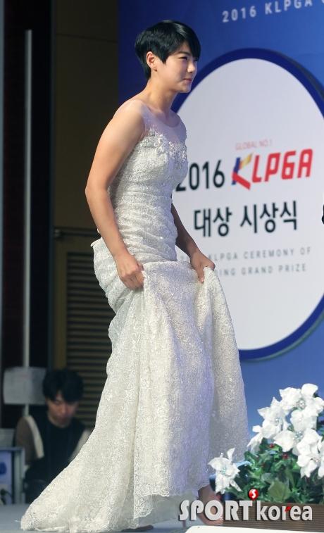 박성현 `아름다운 드레스자태`