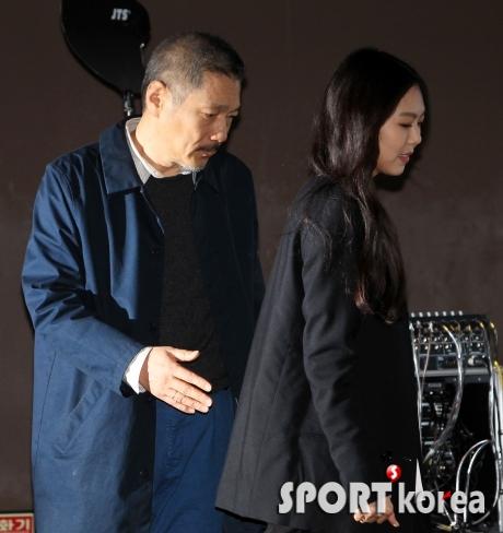 김민희-홍상수 감독 `우리는 진솔한 사랑을 나누는 중`