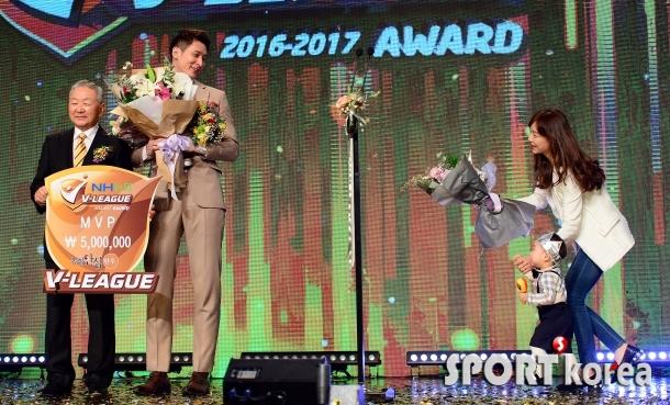 문성민 아들 시호, `아빠 MVP 축하해요`