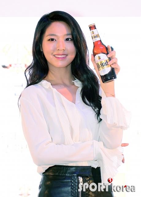 설현 `같이 맥주 드실래요?`