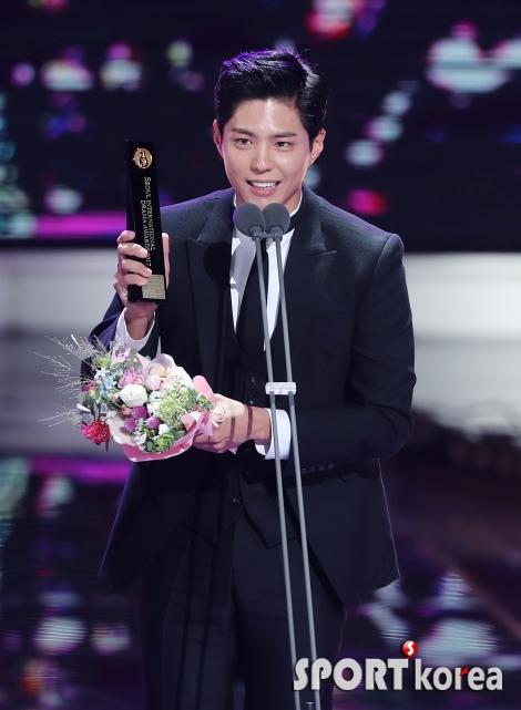 박보검 `한류드라마 남자 연기자상 수상`
