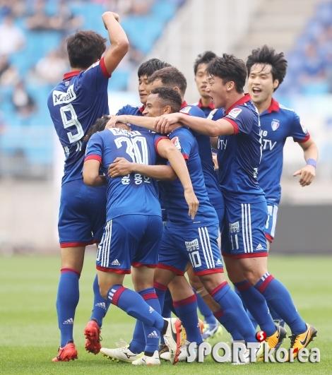 수원 `전남에 3-0 완승`
