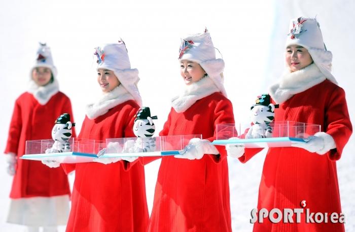 [평창동계올림픽] 스노보드 여자 하프파이프 시상식 한복도우미