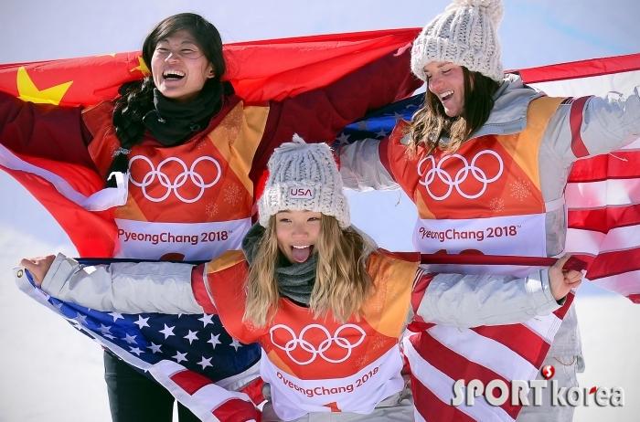 [평창동계올림픽] 클로이 김, 혀 내민 금메달 세레모니