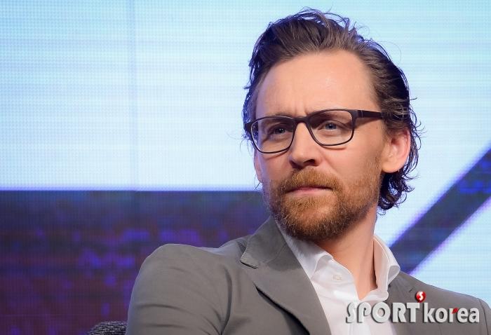톰 히들스턴 `수염 기른 모습도 멋진 남자`