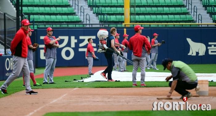 잠실야구장은 야구 준비중!