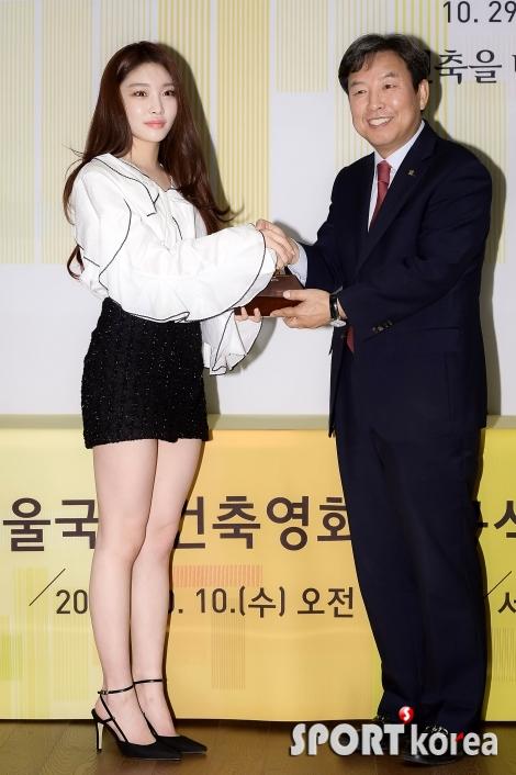청하 `서울국제건축영화제 홍보대사 임명됐어요!`