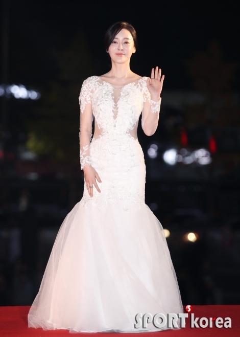 김혜은 `세련미 넘치는 드레스`