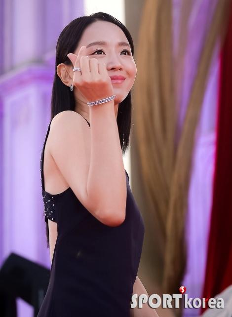 신혜선 `제 마음 받으세요~`