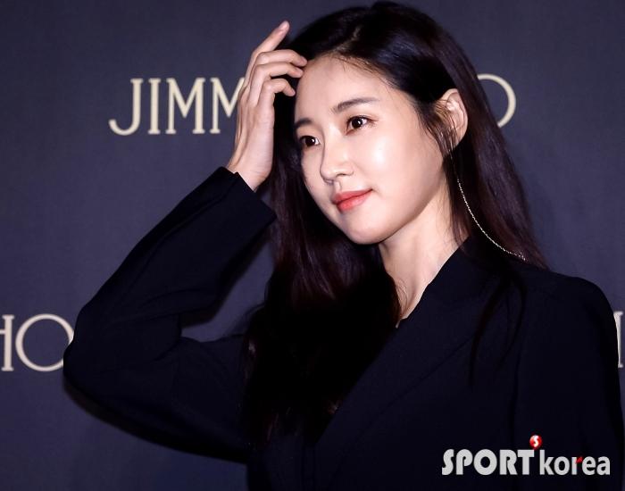김사랑 `포토월에서 화보 촬영 중?`