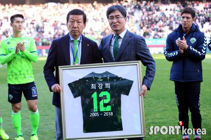 최강희 감독 `14년동안 정든 전북을 떠나며~`