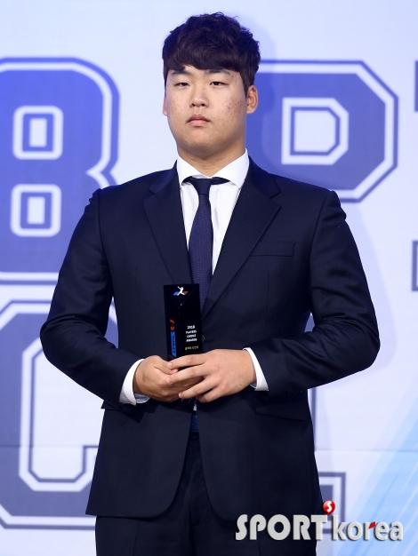 강백호 `2018년을 평정하는 최고의 신인`