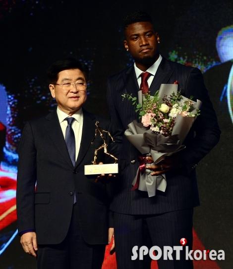 말컹 `6년 만의 외국인 선수 MVP!`