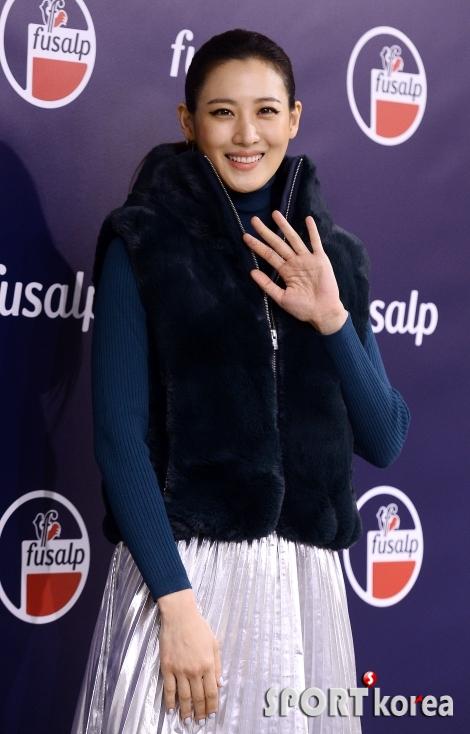 수현 `할리우드 스타의 미소`