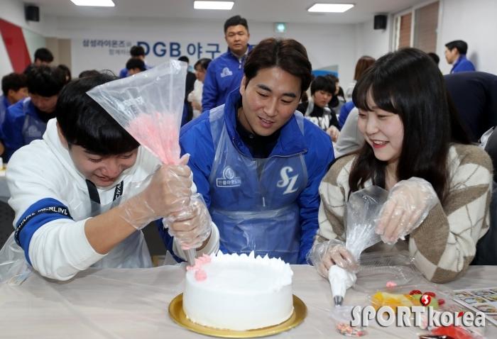 우규민, 청소년과 함께 케이크 만들기