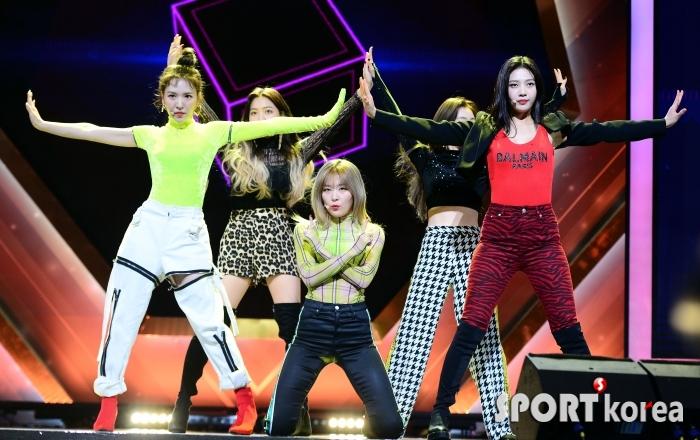 상큼한 레드벨벳의 축하공연!