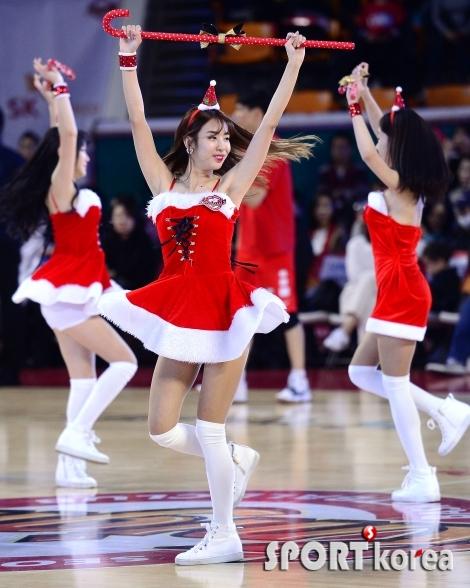 산타 치어리더 `함께 돌아요`