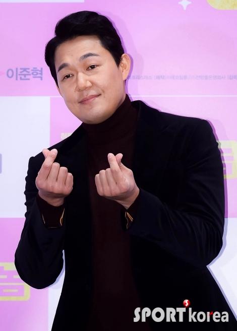 박성웅 `하트 하나 날려줄 수 있잖아~`
