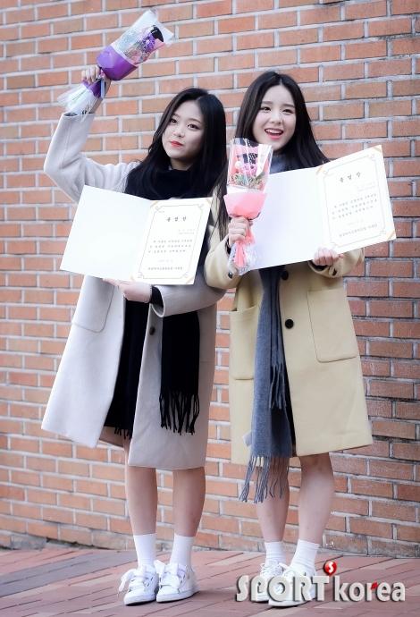 이달의 소녀 현진-희진 `오늘 졸업해요!`