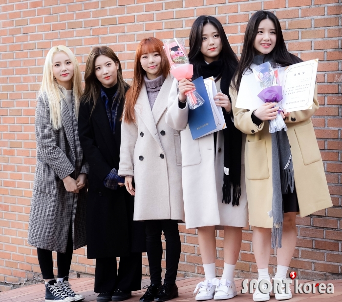 이달의 소녀 진솔-김립-비비 `현진-희진 졸업 축하해~`
