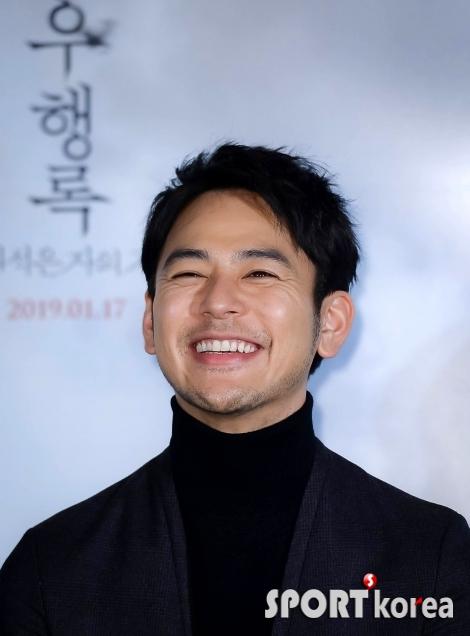 츠마부키 사토시 `9년 만의 한국 방문에 환한 미소`