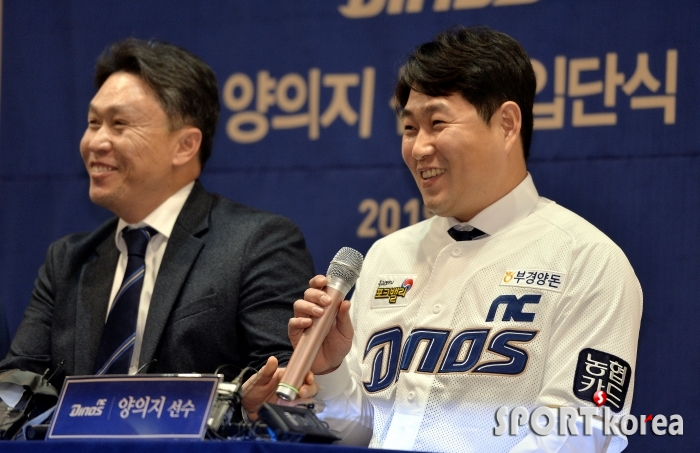 싱글벙글 양의지 `부상없는 시즌이 목표~`