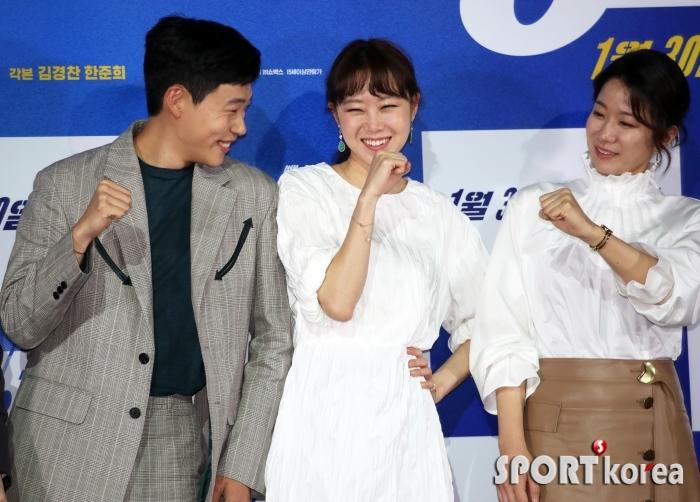 `뺑반` 류준열-공효진-전혜진, 포토타임 마치며 웃음꽃
