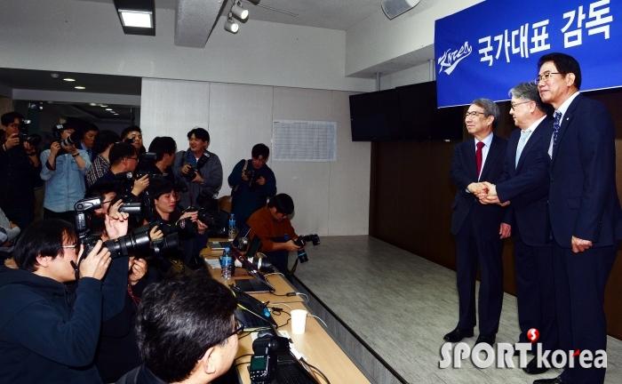 김경문 감독에 쏠린 시선!