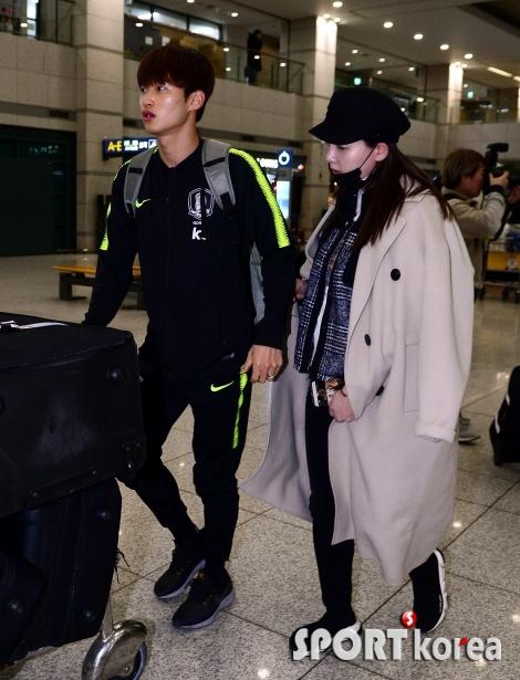 마중나온 아내의 격려 받는 김진수!