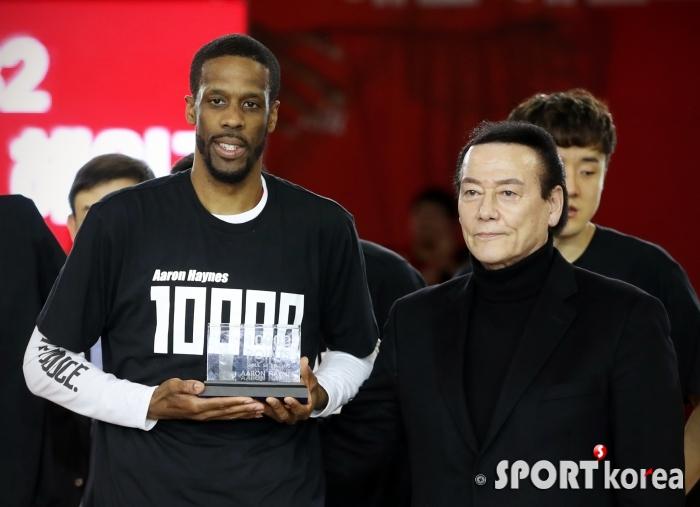 헤인즈, 외국인 선수 최초 `1만 득점` 달성 금자탑