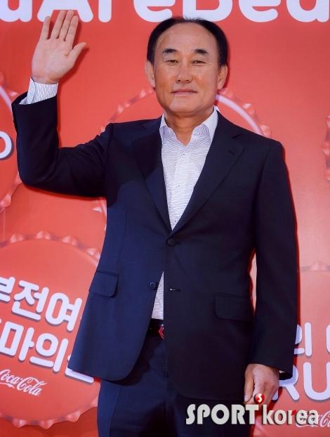 `학범슨` 김학범 감독 `오늘은 웃어봅니다~`