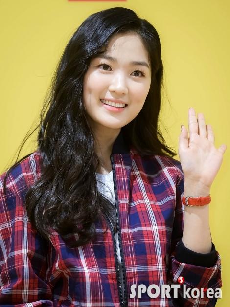 김혜윤 `사랑스러운 손인사`