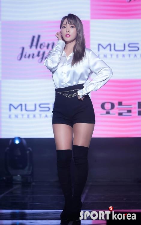 홍진영 `모델 못지 않은 완벽 몸매`