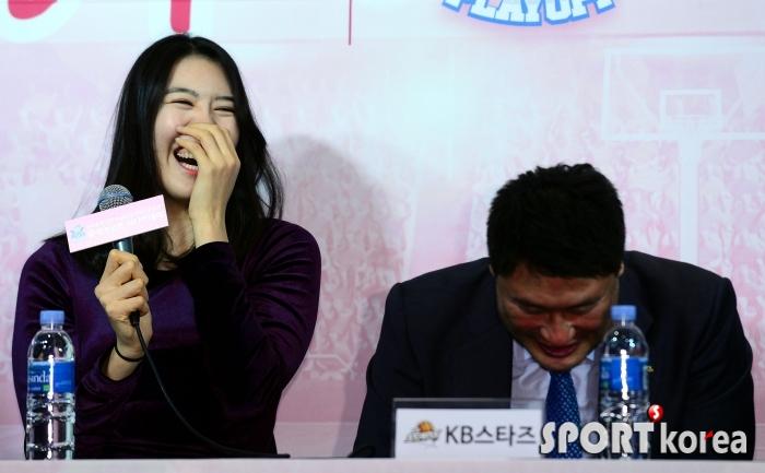 박지수, 안덕수 감독님은 `얼굴 큰(?) 해바라기!`