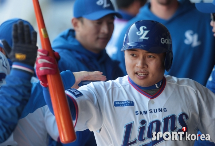 삼성 김헌곤, 홈런 시동 걸었습니다.