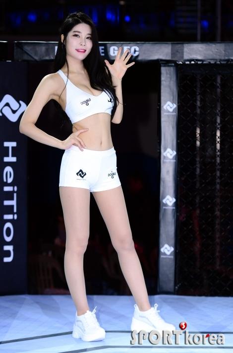 더블걸 김희, 샤방샤방 손 인사!