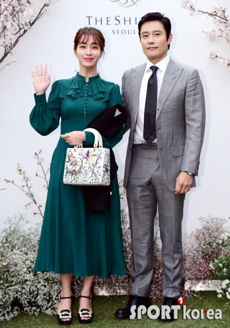 이병헌-이민정 부부 `우리처럼 행복하게 살아~`