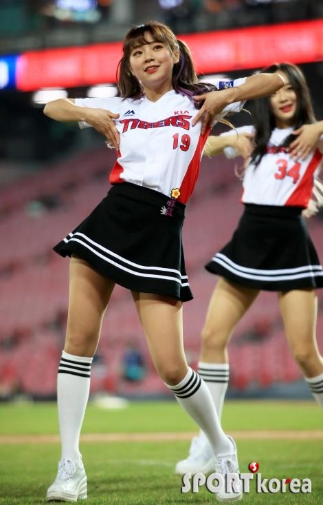 치어리더 김지혜, 생기발랄하게 춤을