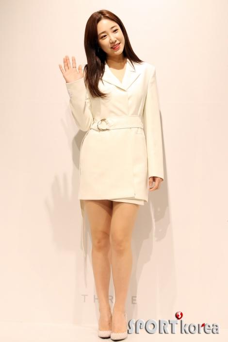 최희, `귀여운 손인사`