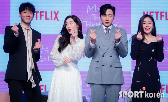 지수-정채연-진영-최리 `폭죽 소리에 화들짝!`