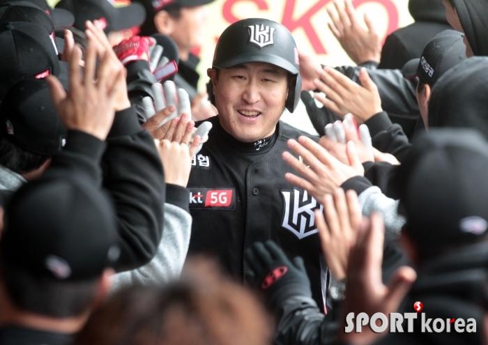 유한준, 홈런 축하 세례