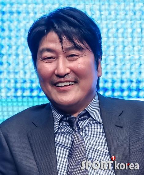 송강호 `국민배우의 미소`