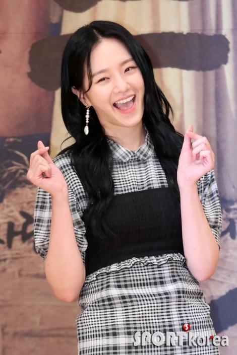 박규영, `깜찍한 손하트`