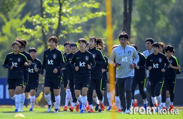 2회 연속 16강 진출을 위해 뛰는 대한민국 여자축구국가대표팀