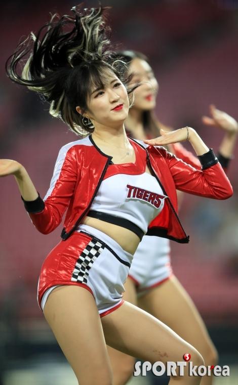 치어리더 임혜진, 뽀얀 매혹의 댄스