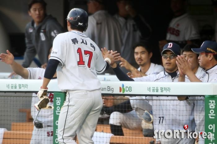 경기의 선취득점 올리는 류지혁